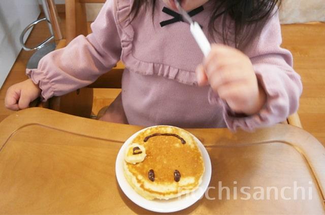 アンパンマンケーキ食べる